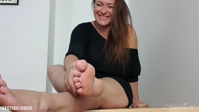 Miss Eva - LOSER Prcoce mes pieds - French 00002
