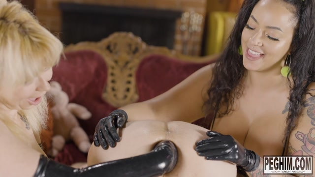 PegHim - BadKittyyy and Siouxsie Q hands only - Anal Fisting 00004
