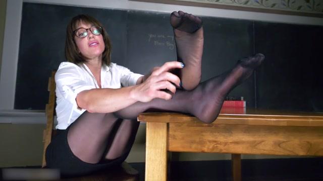 Watch Online Porn – Princess Monique – Hot for Teacher's feet with Mrs. Stranger (MP4, FullHD, 1920×1080)