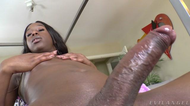 TS Tyra Alicia: Solo Masturbation Show – 12.07.2021 00011
