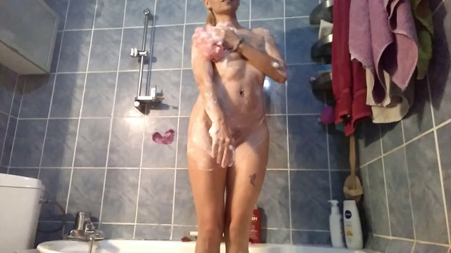 raisawetsx - VIDEO 43 - BATHTIME PUSS FIST 00002