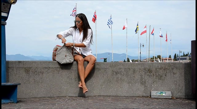 Barefoot Urban Girls - SWAINS: a barefoot day in Sirmione 2 00002