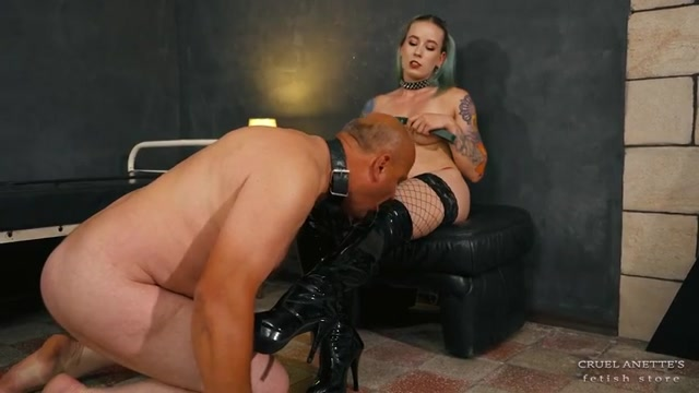 Cruel Anette - Strong hands, strong spits 00014