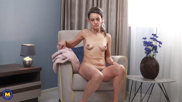 Mature.nl 52 year old hairy Gerda Ice playing with her pussy 00003