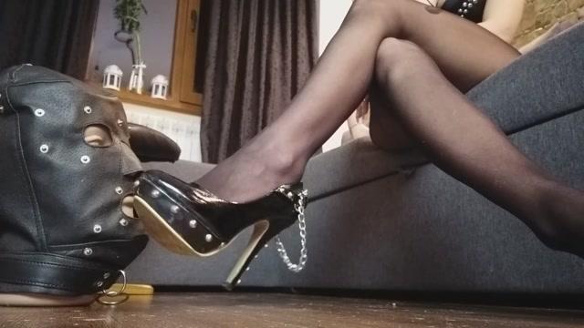 MoneyGoddesss - Clean my shoes loser 00001