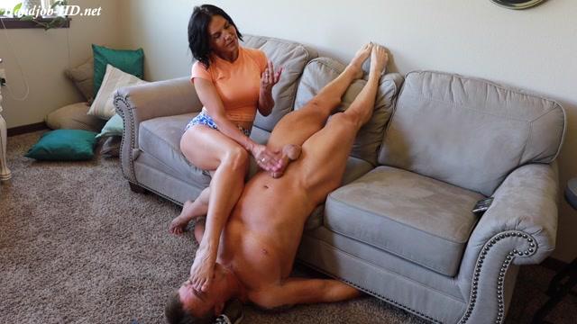 Watch Free Porno Online – Ruined foot sniffing handjob! – Zephianna (MP4, FullHD, 1920×1080)