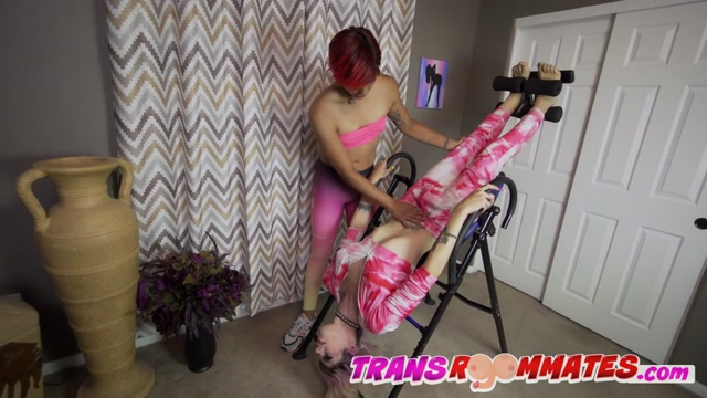 TransRoommates presents Dahlia Crimson Gets Bareback Yoga From Trans Teacher – 23.08.2021 00002