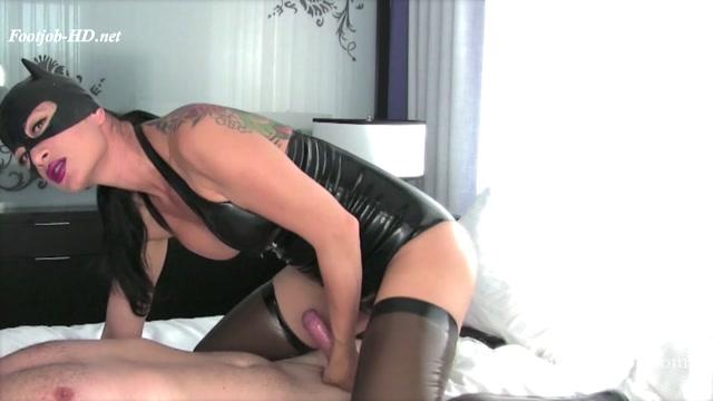 Vanessa Domnina – Catwoman Latex Seduction 00007