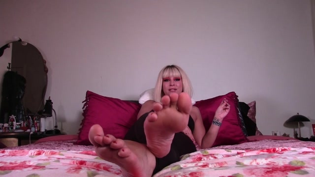 goddess lacey come worship my feet 00004