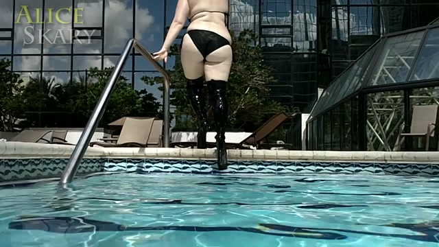 Watch Online Porn – AliceSkary – Underwater _ Poolside Thigh High Boots (MP4, FullHD, 1920×1080)