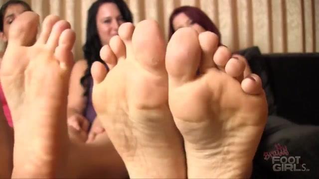BRATTY FOOT GIRLS - Sarah Diavola, Sarah Blake, Cheyenne Jewel - Sneaky Jerk Off Instructions 00010