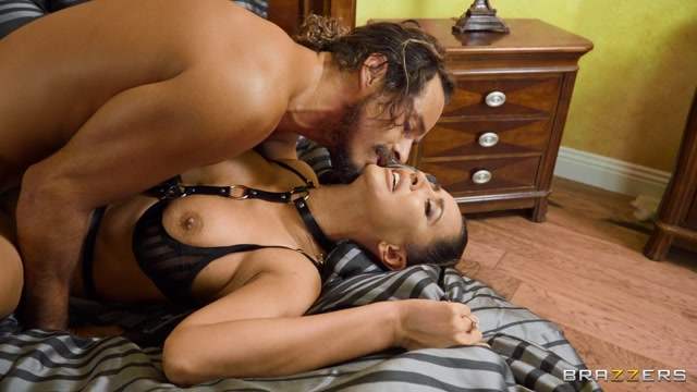 Brazzers - BrazzersExxtra presents Isis Love Pro Domme, Subby Wife 00011