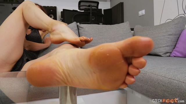 Watch Online Porn – CzechFeet – 11-01-2020 Julie – Bare feet & Shoes (MP4, FullHD, 1920×1080)