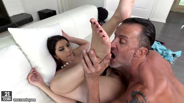 Watch Online Porn – FootJob – Valentina Nappi – The Moment She Dreamed About (MP4, FullHD, 1920×1080)