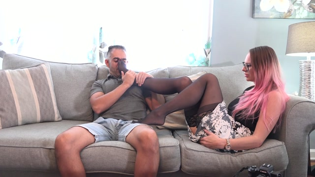 FootJob - Vicky Vixxx Foot Therapy 00002