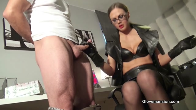 GloveMansion, Tina Kay - Gloved Boss Lady Seduces Delivery Guy 00008