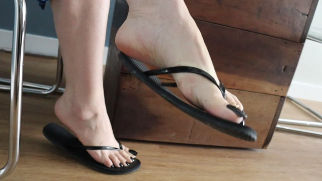 Jhonn - Womens Feet - I Went Under The Table While The Goddess Drank Coffe 00001