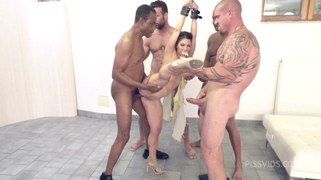 Watch Online Porn – LegalPorno presents Lilly Veroni BDSM bound Gangbang. 0% pussy 5v1 DAP Deepthroat Piss bbc Facial cumshot NF125 – 15.09.2021 (MP4, HD, 1280×720)