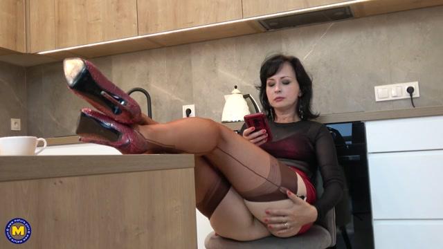 Watch Online Porn – Mature.nl Wanilianna (45) – Wanilianna is a hot MILF showing off her stockings (MP4, FullHD, 1920×1080)