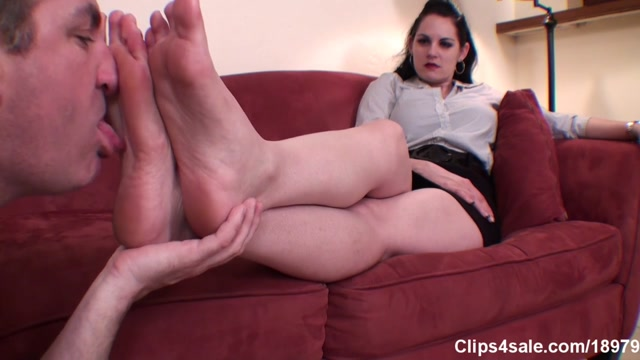 Metro Fetish Models - Shae Fatale s Footboy to Worship And Gag On Her Size 9 Feet 00005