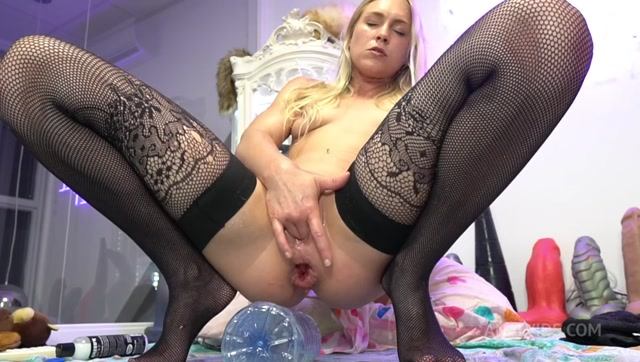 Siswet19 - Taking a 1.5 Liter Bottle in my Ass 00014
