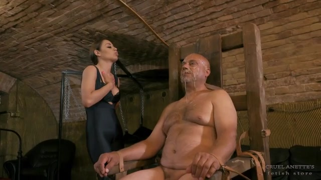 Slave prepared for spitting – CRUEL ANETTES FETISH STORE 00015