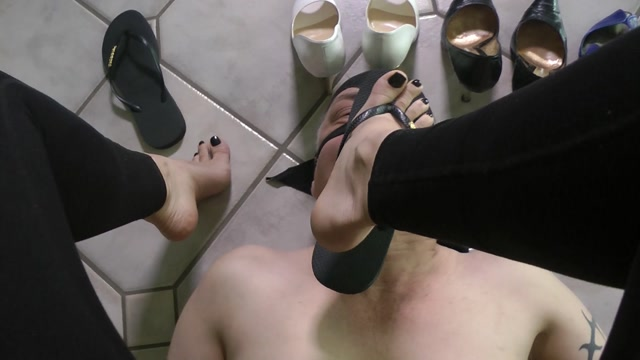 Superior Goddess Iveta - Shoe Choice Humiliation 00013