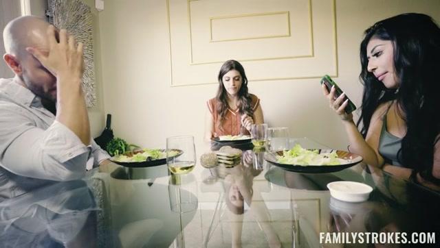 Watch Online Porn – TeamSkeet – FamilyStrokes presents Roxanne & Binky Beaz – Things My Sorority Taught Me – 30.09.2021 (MP4, SD, 848×480)