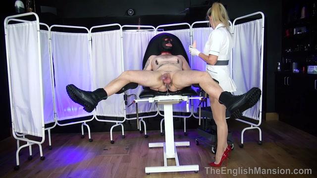 The English Mansion, Mistress Nikki Whiplash: Domme
