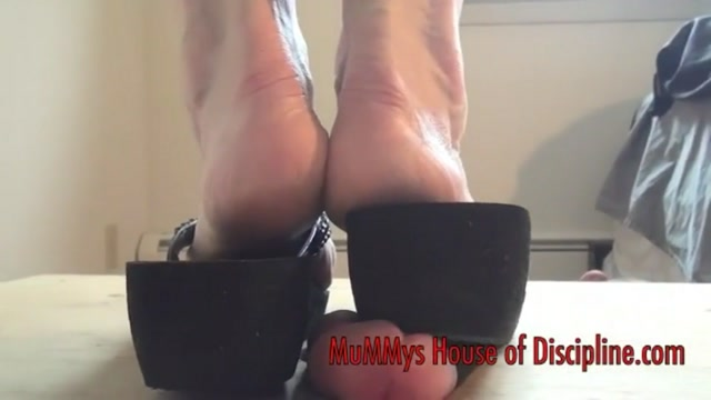 MuMMys Pumping Heels Crush your Cock 00001