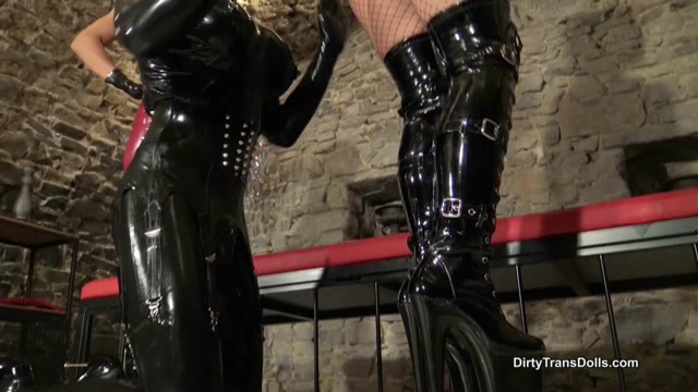 Queens of Kink, Fetish Liza, Nomi Melone, Rubber Doll Jenna, Rubber doll cleaning duties 00010