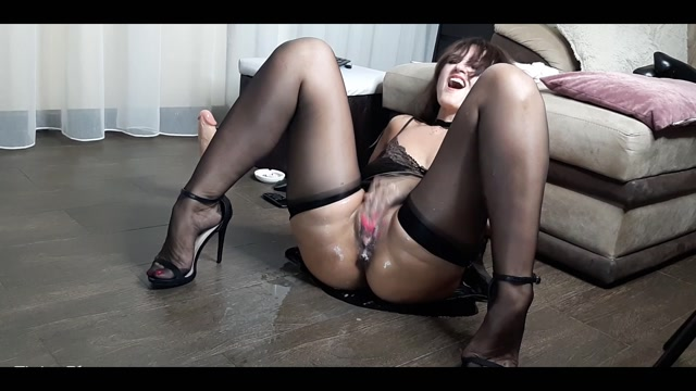 Sexwife44 - Extreme squirting and fisting 00015