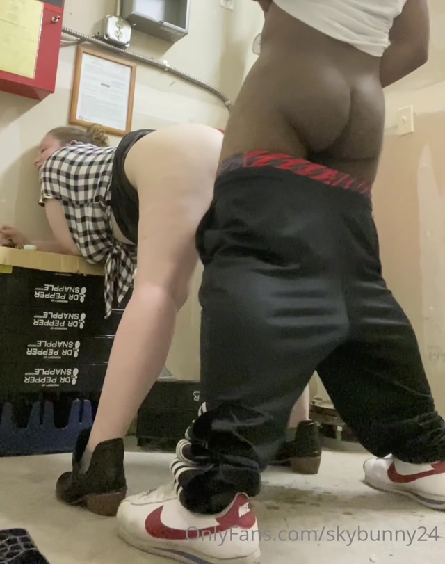 poundcakebooty 2020-05-13 317162340 Full video Fucking in a closet.... 00015